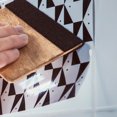 Domino Adhesif vinyle pelliculage brillant effet faïence #carrelage #faience…