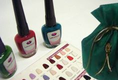 Kit de 3 esmaltes con bolsa de regalo Personalizable Compre en www.regaloscolombianos.com o solicite información a ventas@regaloscolombianos.com