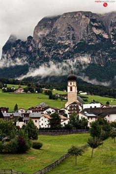 Vols am Schlern. A beautiful, historic village on our Italian Dolomites trek. MarlaMeridith.com ( @marlameridith )