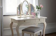 Vanity Makeup Table / Coiffeuse