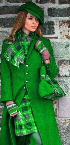 🌟Tante S!fr@ loves this📌🌟WOW! Bright Plaid in neon greens. Tartan Fashion, Green Fashion, Style Anglais, Tartan Plaid, Shades Of Green, My Favorite Color, Green Colors, Tweed, Womens Fashion