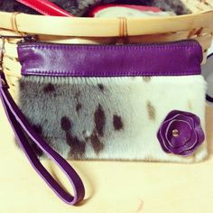 Arctic Poppy Seal Skin Wristlet by Tundraberry Sewing Ideas, Sewing Crafts, Sewing Projects, Purse Patterns, Craft Patterns, Skin Craft, Crafts To Make, Diy Crafts, Diy Purse