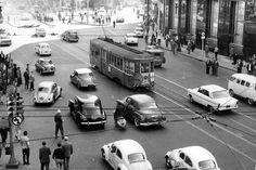 Acervo/Estadão - Bondes da CMTCtrafegando no centro da cidade na década de 60