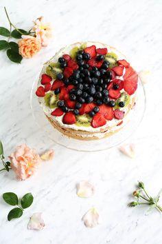 Pełnoziarnisty biszkopt - przepis Marty My Recipes, Camembert Cheese, Cheesecake, Desserts, Food, Tailgate Desserts, Deserts, Cheesecakes, Essen