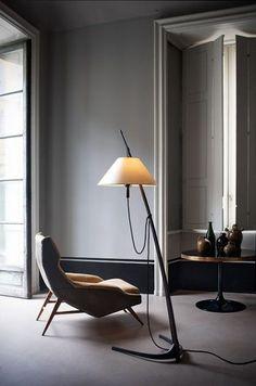 Modern Stilli Ayaklı Lambader Modelleri - Heykelimsi görüntülerinden minimalist ve nötr görünümlerine kadar, zemin lambaları ile bir iç mekana kişilik ekleyebileceğiniz gibi var olan tasarım düzenini de tamamlayabilirsiniz.