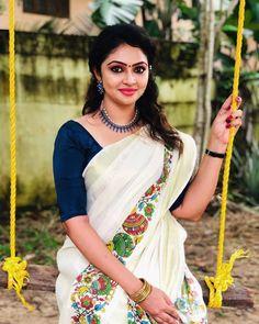 Onam Saree, Set Saree, Bollywood Couples, Beautiful Saree, Sari, Indian, Ethnic, Curves, Traditional