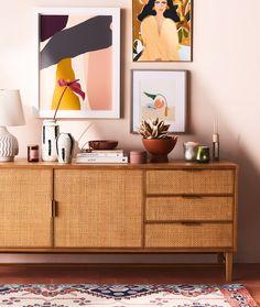 Sideboard Dekor, Oak Sideboard, Retro Sideboard, Sideboard Ideas, Living Vintage, Bedroom Decor, Wall Decor, Design Bedroom, Interior Decorating