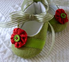 Pixie Toes Grass Green  Soft Baby Shoes by cottagecloset on Etsy, $24.00