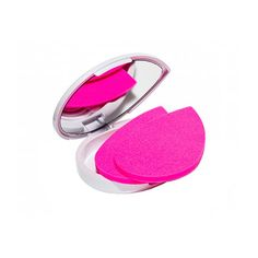 Back in the Beautyblender revolutionized makeup sponges with its patented egg. This year it set its sights on blotting papers. Beauty Inside, Beauty Box, Beauty Makeup, Hair Makeup, Chanel Beauty, Drugstore Beauty, Beauty Haven, Beauty Products You Need, Makeup Products