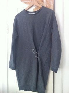 """Oversize sweatshirt dress. Love the safety pin detail - (buy a too large one & make the """"movement"""" with a large safety pin .....)"""