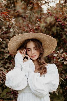 Photography Poses Women, Autumn Photography, Portrait Photography, Female Portrait Poses, Foto Glamour, Photoshoot Inspiration, Outdoor Photoshoot Ideas, Photoshoot Concept, Shotting Photo