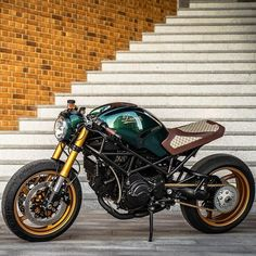 Rate from 1 to 10 this Ducati Monster special by (left side) Concept Motorcycles, Vintage Motorcycles, Custom Motorcycles, Cars And Motorcycles, Moto Ducati, Ducati Cafe Racer, Cafe Racer Bikes, Monster Bike, Ducati Monster Custom
