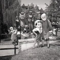 Vintage Pinocchio at Disney park. I love that Stromboli and other puppets are in the background!