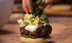Una selección de las mejores recetas de las más increíbles hamburguesas creadas por los chefs más reconocidos.