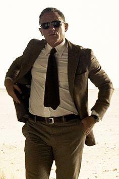 Son and heir of nothing in particular. Estilo James Bond, James Bond Style, Daniel Craig 007, Daniel Craig James Bond, James Bond Actors, James Bond Movies, Rachel Weisz, Bond Suits, Daniel Graig