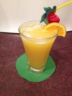 Atomic+Cat+koktél  Kedves+Látogatók!  Megosztom+veletek+az+egyik+kedvenc+alkoholmentes+koktélomat.+Ami+egyszerű,+nagyon+finom+és+villám+gyorsan+elkészül.    A+recept+1+adagra  Hozzávalók+:  8+cl+narancslé  8+cl+tonik  Dekoráció+:  1+darab+narancs+szelet  1+db+szívószál  Elkészítés:  Töltsünk… Cocktail Drinks, Cocktails, Pint Glass, Foods, Hot, Tableware, Desserts, Craft Cocktails, Cocktail