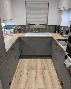 Open Plan Kitchen Living Room, Small Apartment Kitchen, Kitchen Room Design, Grey Kitchen Designs, Kitchen Layout, Home Decor Kitchen, Kitchen Interior, Home Kitchens, Küchen Design