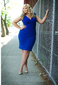 Pretty and not super skinny! This is a more realistic goal weight for me. Photography Poses Women, Plus Size Photography, Photography School, Plus Size Beauty, Picture Poses, Photo Poses, Plus Size Maxi Dresses, Dresses For Work, Curvy Fashion