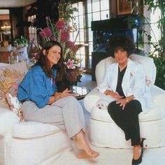 Elizabeth at home with her daughter-in-law Aileen Getty, c. 1993.