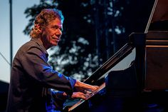 Chick Corea of Chick Corea Trilogy performs during the Newport Jazz Festival 2016 at the International Tennis Hall of Fame on July 2016 in Newport, Rhode Island. Jazz Artists, Jazz Musicians, Newport Jazz Festival, Chick Corea, All That Jazz, Festival 2016, Harp, Rhode Island, Music Stuff