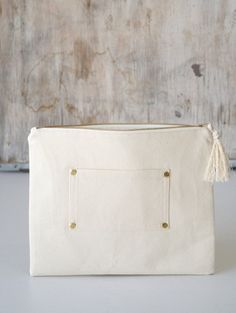 Canvas zipper clutch. Large modern makeup bag. Bridesmaid clutch purse. White cotton canvas simpe cosmetic bag. Women fashion accessories