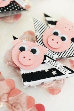 Glücksschweine für's neue Jahr, New Years Eve Luck Goodies Pig Crafts, Diy And Crafts, Paper Cards, Diy Paper, Diy Silvester, Stampin Up, Paper Punch Art, New Year's Cake, Craft Packaging