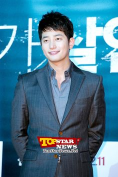 """Park Si Hoo, """"The swimming pool scene was burdening because of the exposure""""… Confession of Murder press conference [KSTAR PHOTO]"""