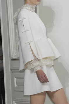 lace dress by valentino, haute couture fall Style Couture, Couture Details, Couture Fashion, Runway Fashion, Womens Fashion, Milan Fashion, White Fashion, Look Fashion, Fashion Details