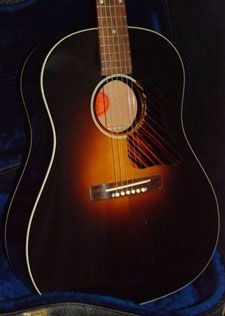 2003 Custom Shop Gibson Original Jumbo in a no reserve auction. Nice modern take of the Gibson Jumbos and J-35s of the thirties and early forties, which may be our favorite acoustic guitars...