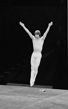 Rudolf Nureyev, Boy And Bird, Famous Dancers, Mikhail Baryshnikov, Male Ballet Dancers, Russian Ballet, Ballet Fashion, Ballet Beautiful, Ballet Costumes