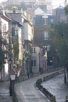 Montmartre, rue des Saules ,Paris,France   - for more inspiration visit http://pinterest.com/franpestel/boards/