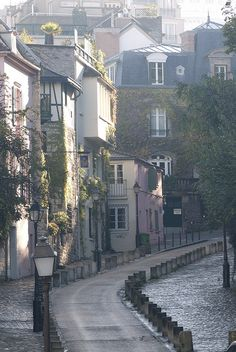 Montmartre, rue des Saules ,Paris,France   - for more inspiration visit http://pinterest.com/franpestel/boards/