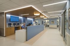 With emergency department (ED) patient volume exceeding capacity, Northwell Health's Southside Hospital needed to find a way to serve its growing community. Clinic Interior Design, Lobby Interior, Clinic Design, Medical Office Design, Healthcare Design, Medical Office Interior, Hospital Reception, Lobby Reception, Reception Design