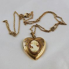 Gold filled heart shaped Locket with left facing Cameo Shell & 19 inch chain