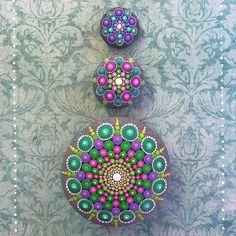 Lindas e coloridas mandalas em pedras circulares, por Elspeth McLean | Ideia Quente