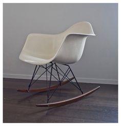 Vintage e Charles Ray Eames, fauteuil parchemin de RAR blanc en fibre de verre…