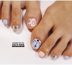 The advantage of the gel is that it allows you to enjoy your French manicure for a long time. There are four different ways to make a French manicure on gel nails. The choice depends on the experience of the nail stylist… Continue Reading → Feet Nail Design, Toe Nail Designs, Hair And Nails, My Nails, Cute Nails, Deer Nails, Modern Nails, Luxury Nails, Toe Nail Art