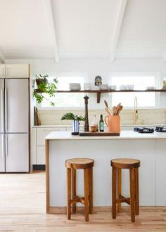 This Montauk Airbnb Features a Very Clever IKEA Hack Minimalist Kitchen Airbnb clever features hack Ikea montauk Residential Interior Design, Home Interior Design, Coastal Interior, Interior Ideas, Neutral Kitchen Designs, Airbnb Design, Bungalow Interiors, Farmhouse Side Table, Dining Nook