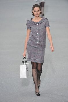 See the complete Chanel Spring 2009 Ready-to-Wear collection.