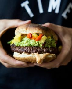 Avocado Burger with Pineapple Pepper Relish Smoky Avocado Burgers topped with a Pineapple Pepper Relish! These burgers don't run short on flavor, they are juicy, tender, mouthwatering basically everything you want in a Burger + more! Quick Easy Dinner, Quick Dinner Recipes, Easy Healthy Dinners, Easy Healthy Recipes, Quick Easy Meals, Healthy Eats, Delicious Recipes, Healthy Foods, Breakfast Recipes