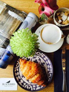 Morning Essentials ☕️ Cappuccino & 🍞 Croissant #magazine #vogue #croissant #blackbird #beautifulbruges