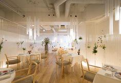 Kengo Kuma riveste di fiori gli interni del ristorante Nacrée a Myagi - Elle Decor Italia