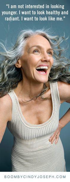 """elegant gray hair - Google Search """"No me interesa parecer más joven, quiero tener un aspecto saludable y radiante, quiero parecerme a mí"""". BOOMBY CINDY JOSEP H.COM"""