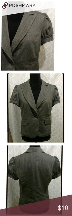 Gray Blazer, short sleeve Gray blazer / jacket with short/cap sleeves. The sleeves have a cute four-button design. The front has a one-button closure and faux pockets.   Shorter in length. Great for shorter/petite individuals or to accentuate the waist or tush.  Good/decent, pre-owned condition. The jacket has been machine wash. (Just noticed the back of the fabric tag listed to dry clean.) Apt. 9 Jackets & Coats Blazers
