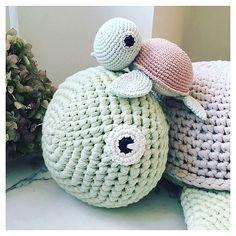DETALJER.  #crochet#crocheting#hæklet#hækling#hæklerier#diy#kidsdecor#krea#yarn#crochetanimal#häkeln#virkat#hekle#hekling#crochetlove#hekledilla#amigurumi#amigurumis#handmade#hekle#virkning#virka