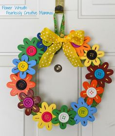 Flower Wreath Tutorial @ Juggling Act Mama by Fearlessly Creative Mammas Wreath Crafts, Diy Wreath, Diy Crafts, Diy Spring Wreath, Spring Crafts, Spring Activities, Wreath Tutorial, Diy Flowers, Wood Flowers