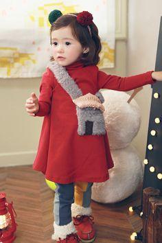 Cute little girl Cute Little Girls, Cute Baby Girl, Cute Kids, Cute Babies, Baby Kids, Toddler Fashion, Kids Fashion, Asian Babies, Stella Mccartney Kids