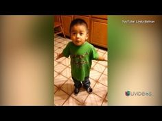 Este niño se roba el corazón de millones mientras discute con su mamá - YouTube