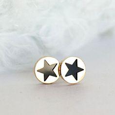 http://www.luulla.com/product/269826/black-star-stud-earrings