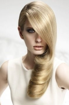 Easy Party Hairstyle Ideas - Standing out from the crowd doesn't necessarily mean complicated hairstyles that require time, skills and lots of tools and products in order to achieve them at home. This holiday season, opt instead for easy hairstyle ideas that look great for special occasions. Take a peek and get inspired!